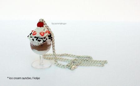 Ice Cream Sundae / kolye  #fashion #design #miniature #food #art #miniaturefoodart #polymerclay #clay #minyatur #polimerkil #kil #nutella #tasarim #taki #sanat #moda #sokak #tutorial #yummykupe #mold #kalip #nasil #bileklik #kolye #kupe #yuzuk #aksesuar #kadin #ring #earring #accesorie #necklace #icecream #sundae
