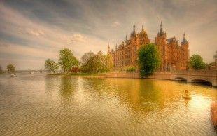 Рисунок, закат, река, мост, лодки, деревья, замок обои, фото, картинки