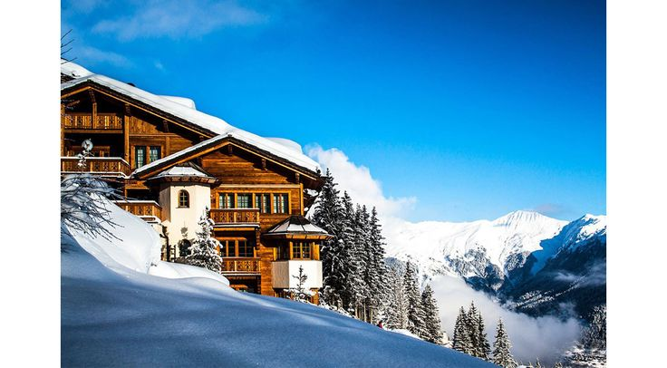 Alors que la saison d'hiver bat son plein et que la perspective d'un week-end au ski devient un must, Vogue.fr met le cap sur Courchevel et ses pistes enneigés. L'occasion de dévoiler cinq bonnes pistes d'hôtels où poser ses valises.