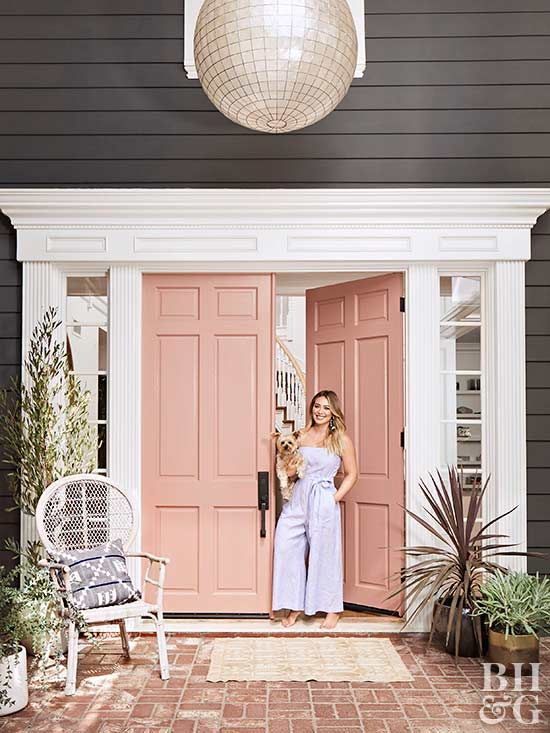 Take a step inside Hilary Duff's home. From a dusty rose front door to mixing contemporary pieces in alluring silhouettes with antique furnishings for aged appeal, we love everything about her home. #hilaryduff #hometour #decorinspiration
