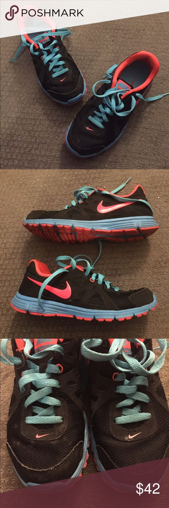 Great condition Nikes! Cute unique Nike sneakers in great shape! All flaws are pictured, they just need a quick cleaning and are otherwise near perfect.  •Bundle up and save! 🛍 •Reasonable offers are welcomed! 💲 •All items from a smoke-free home. 🚭 •More pictures available upon request! 📸 •Thanks for looking! ☮💙☺️ Nike Shoes Athletic Shoes