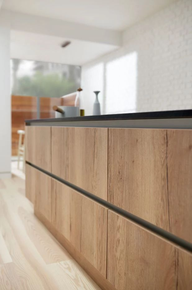 Clean, sharp and for fans of all things minimal, BioGraphy allows you to create looks that reflect light, radiate a sense of sophistication and blend perfectly with your home's architectural characteristics.