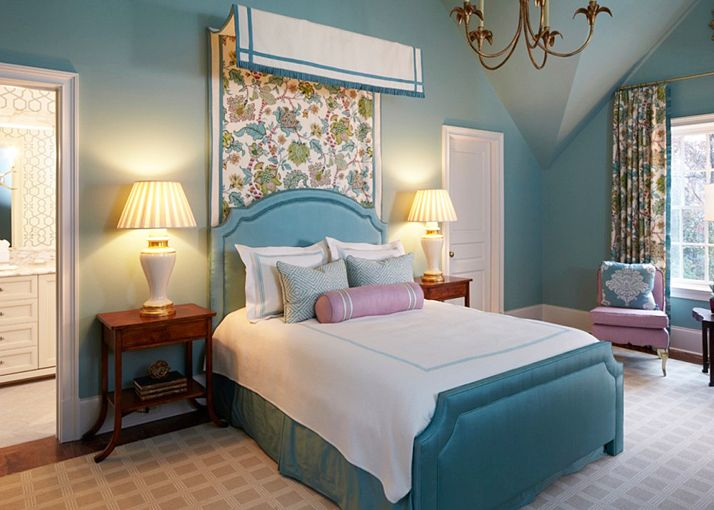 This Stunning English Inspired Atlanta Home By Harrison Design With Interiors Huff Dewberry Is Elegant Yet Cheerful Perfect For The Clients Upbeat