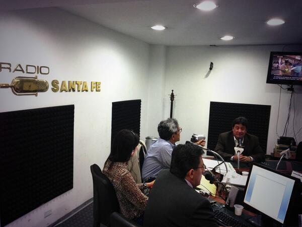En cabina en Radio Santa Fe. @PachoSantosC.