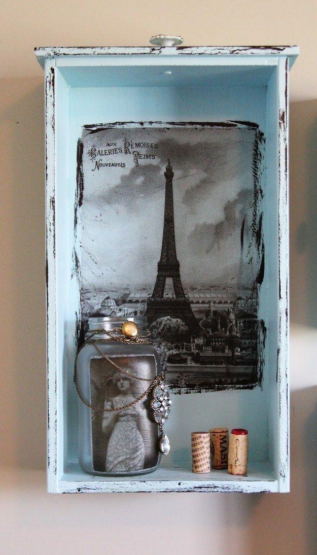 Convierte una vieja gaveta en un mini-estante:   22 Ideas para decorar tu casa de forma: fácil, bonita y barata