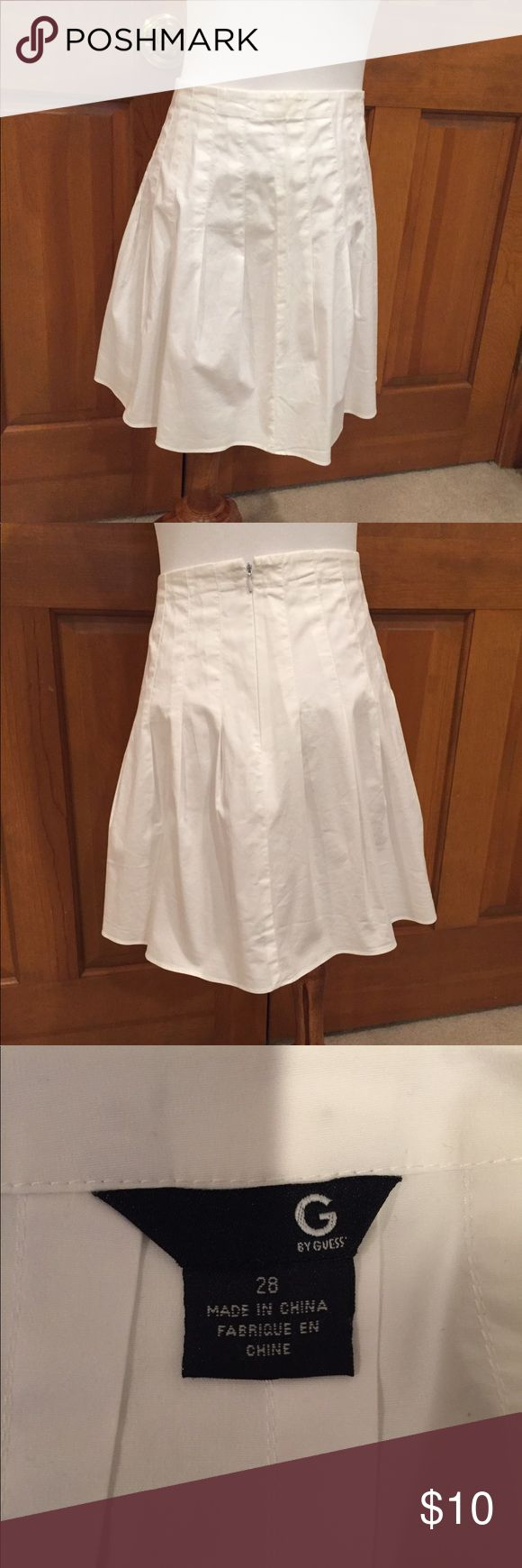 "Guess White Cotton Full Skirt Cool summer cotton skirt by Guess. Size 28 measures 15"" across waist and 16"" in length. 100% cotton with side zip. Excellent condition. Just listed. All $10 items are 2/$15 so bundle and save! G by Guess Skirts A-Line or Full"