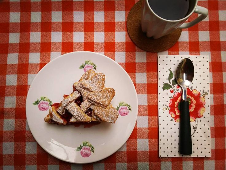Strawberry Pie / Çilekli Turta / イチゴのパイ Ingredients Pie Dough 125 g unsalted butter 140 g sugar 1 egg 45 g Turkish yoghurt 420 g flour 75 g wheatstarch 9 gr baking powder Filling 1 kg strawberries 2 tbsp. sourcherry jam ½ lemon juice ½ lemon zest 90...