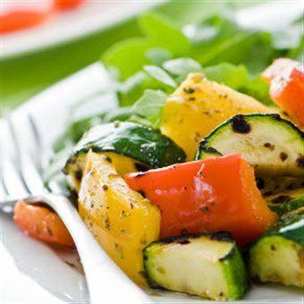 Bekijk hier het fonQy recipe voor Salade van gegrilde groenten! Recept & kookgerei vind je op fonQ.nl! Het inspirerende kook-, woon- en cadeauwarenhuis!