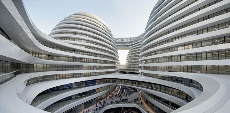 Zaha Hadid a réalisé plusieurs projets d'envergure à Pékin, dont les tours Soho. Avant cela, elle est l'auteur d'un vaste complexe commercial et de divertissement de plus de 330.000 mètres carrés. Celle qui a toujours eu foi en une architecture destinée à accompagner le progrès technologique et à marquer les esprits multiplie alors les projets sans rien renier de ses ambitions. Bien au contraire. Là en...