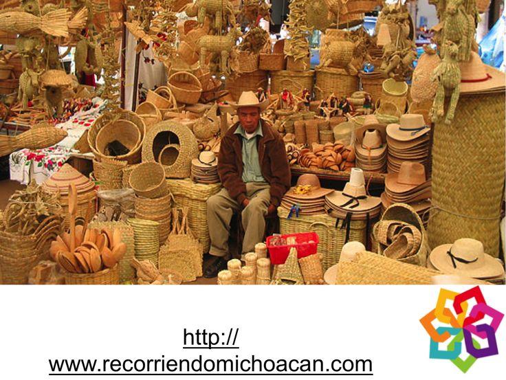 Michoacán te explica: Uno de los recursos sustentables de las familias en los municipios de Quiroga, Pátzcuaro, Tzintzuntzan, y Ario de Rosales, es la producción artesanal de artículos de uso diario a base de fibras conocidas como: Palma Real, Carrizo y Chuspata.