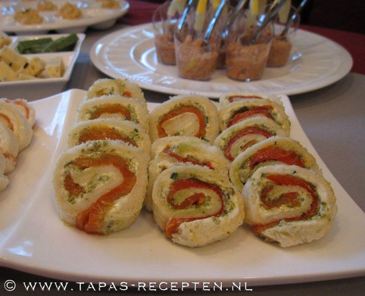 Broodrolletjes met roomkaas, pesto en gegrilde paprika tapas-recepten.nl