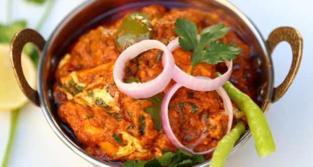 Amritsari Murgh Makhani Recipe - Tender chunks chicken marinated leisurely and cooked in a deep, rich gravy of fresh cream, butter, tomato and spices. An explosion of flavours, not for the faint hearted!