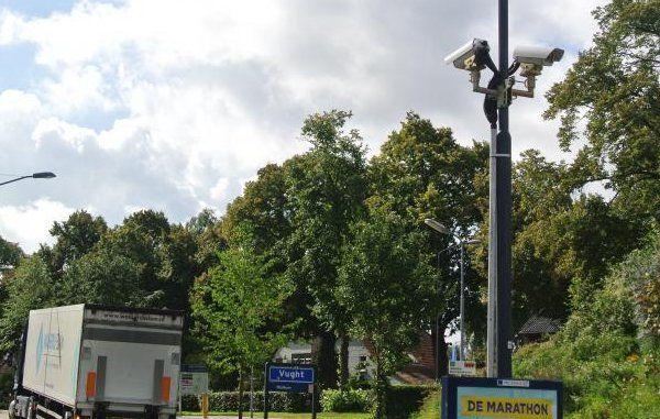 De gemeenten Vught en Heusden hebben samen met politie en justitie een landelijke primeur: een proef met een cameraschild. Dit betekent dat op de toegangswegen van de gemeenten binnenkort ANPR-camera's komen.