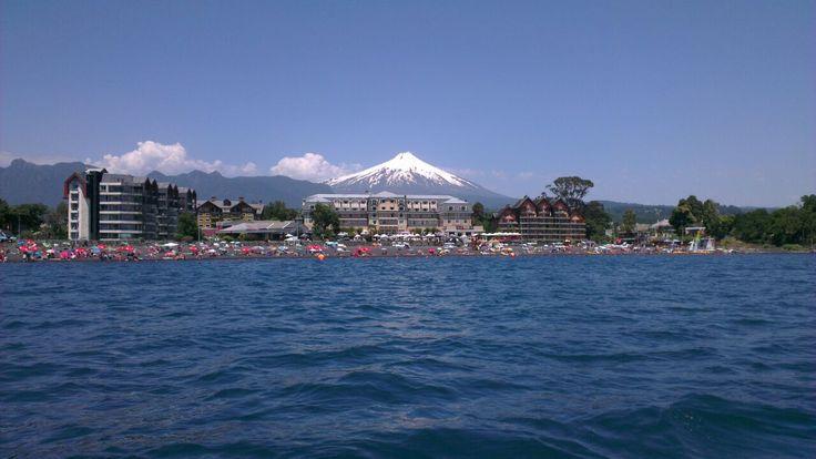 Volcan Villarrica desde el Lago Pucón