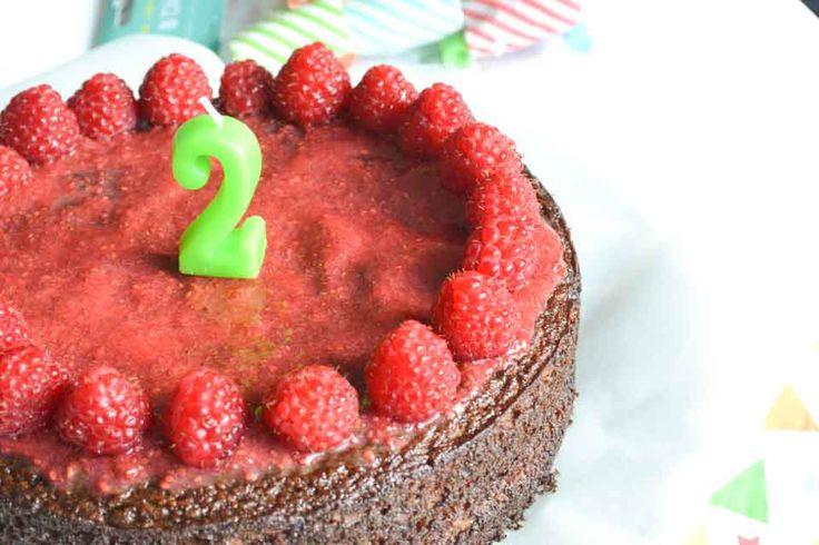 Baby's eerste verjaardag of peuters tweede verjaardag: Een perfect moment om een suikervrije, gezonde verjaardagstaart te bakken, gezoet met fruit!