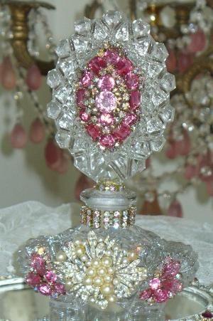 Античная флакон духов, украшенный драгоценными камнями 6 Дебби Дель Розарио-духи, бутылка, античный, ювелирные изделия, корона, коттедж, романтический, зеркало, Юлиана, Вайс, Айзенберг, Лиснер, розовый по misspriss67