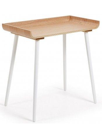 Raffinata scrivania realizzata interamente in legno, piano in rovere e gambe in legno color bianco. Un meraviglioso complemento d'arredo dall'estetica semplice ma di grande effetto. Perfetta per un arredo moderno o in stile nordico.