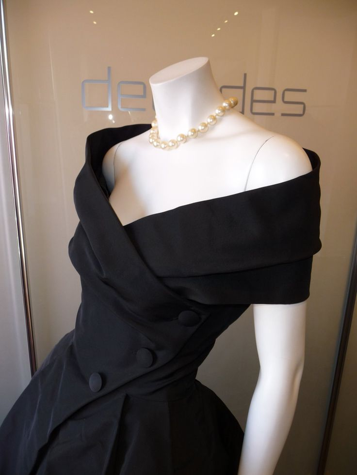 Classic 1957 Dior cocktail dress Love the collar