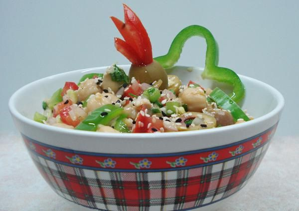 Ρεβυθοσαλάτα . Ωραία , χορταστική σαλάτα με ρεβύθια!