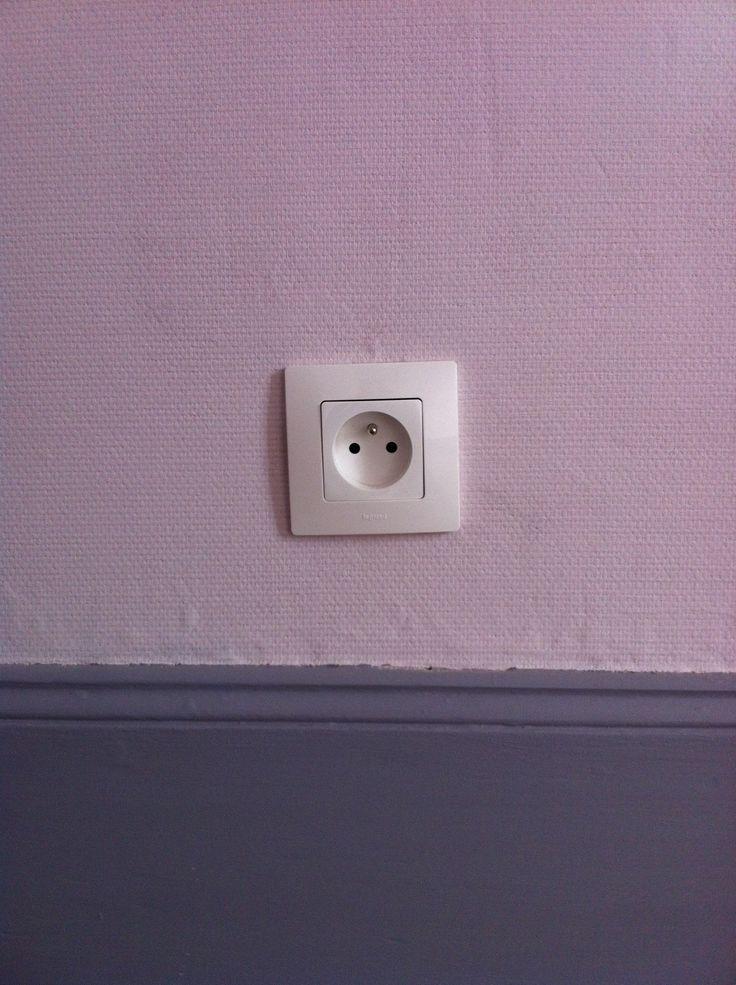 Chambre - prise électrique Legrand Niloe / Bedroom - electric plug