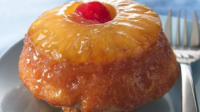 Little Pineapple Upside-Down Cakes: Upsidedown Cakes, Recipe, Baking Pan, Individual Cakes, Upside Down Cakes, Pineapple Cakes, Pineapple Upsidedown, Frozen Biscuits, Pineapple Upside Down