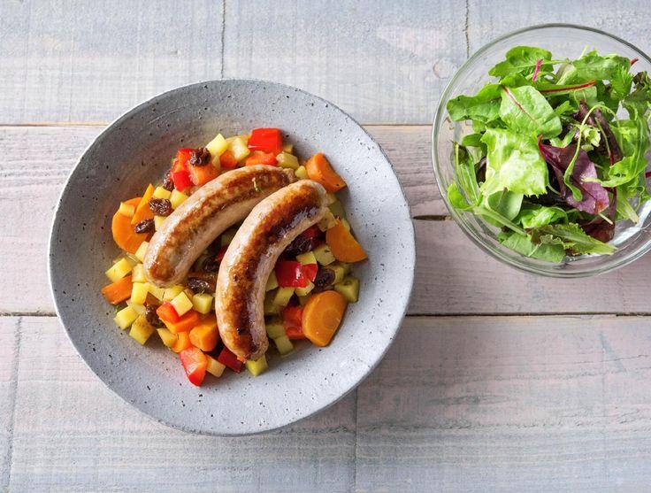 Groentestoofpotje met rundermerguezworstjes en frisse salade Recept | HelloFresh