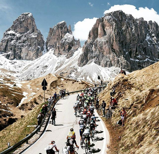 🗻 Dolomitas 🗻 ¿Sabéis que puerto es el de esta maravillosa foto de 📷 @jeredgruber? ¿Tre Cima di Lavaredo? ¿Sassolungo? 🚩 #ciclismoepico 🚩 ▫▫▫ #ciclismo #cycling #cyclist #ciclista #bici #cyclingshots #roadcycling #roadslikethese #roads #road #cyclingpics #ridelikeagirl #outsideisfree #stravacycling #dolomites #alps #alpes #fromwhereiride #lightbro #goprocycling #instacycling #igerscycling #landscapes #nature #wymtm
