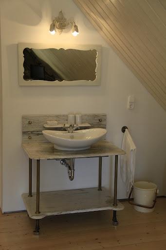 Káli Art Inn - white room