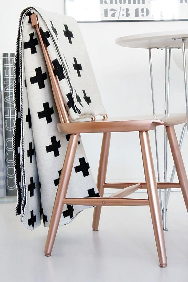 Koper is een metaalsoort met een warme kleur en een prachtige glans. Met koperen accenten en accessoires breng je warmte in huis.