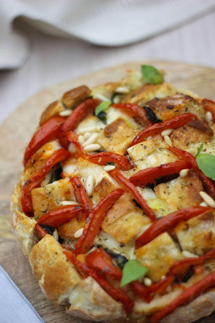"""C'est la mode des """"pains hérisson"""" ! Parfait pour l'apéro ou pour le dîner, avec une salade bien fraîche..."""