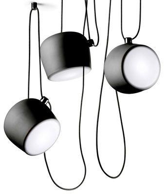 Suspension AIM LED signée par Ronan & Erwan Bourroullec pour la marque FLOS. A découvrir chez le spécialiste du design en ligne : madeindesign.com Une sélection de la rédaction de source-a-id.com.