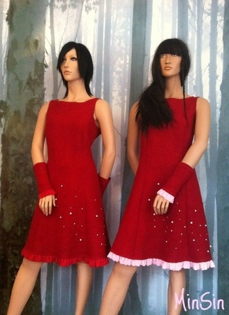 """tULL"" red woll dress"