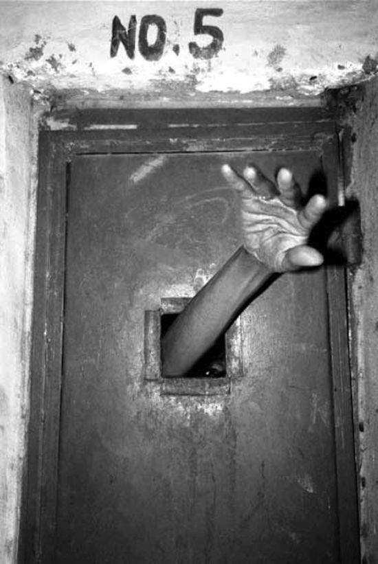Creepy Photographs Inside Asylums Throughout History. Makes you wonder how could this ever happen.