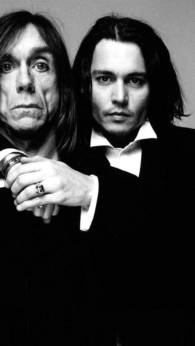 Return of the fame whore Johnny #Depp... hogging the #Iggy shot. What else is…