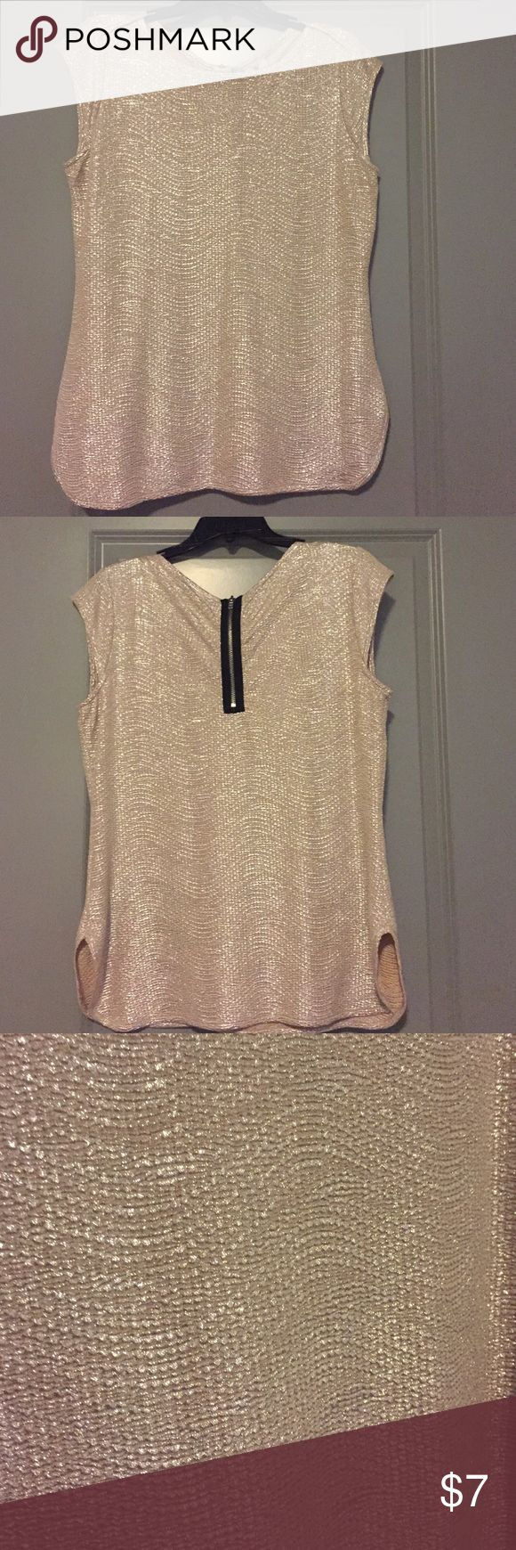 Gold cap-sleeve top with zipper back. Gold cap-sleeve top with zipper back.  Perfect for holiday parties! 100% polyester. Like brand new! Worthington Tops Blouses