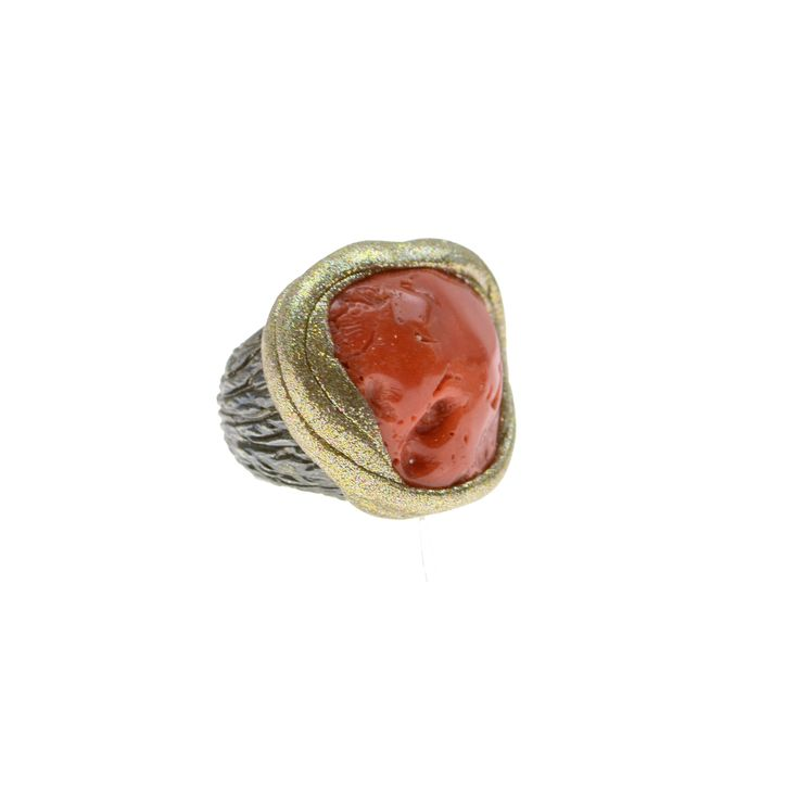Ring made of sterling silver 925 with coral stone
