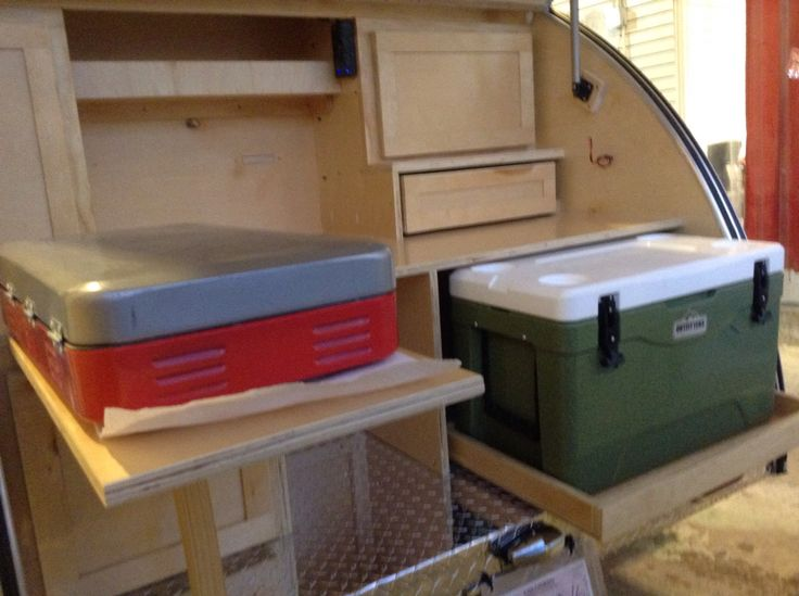Drawers Cabinetry With Hidden Hinges And Slide Outs