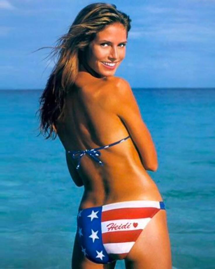 Sports Illustrated bikini model Heidi Klum young and by the ocean, at the beach