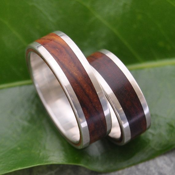 Stunning wood wedding bands! Lados Nambaro Cocobolo Wood Wedding Ring, handmade with recycled sterling silver by Marlon Obando Solano. On Etsy: http://www.naturalezanica.etsy.com