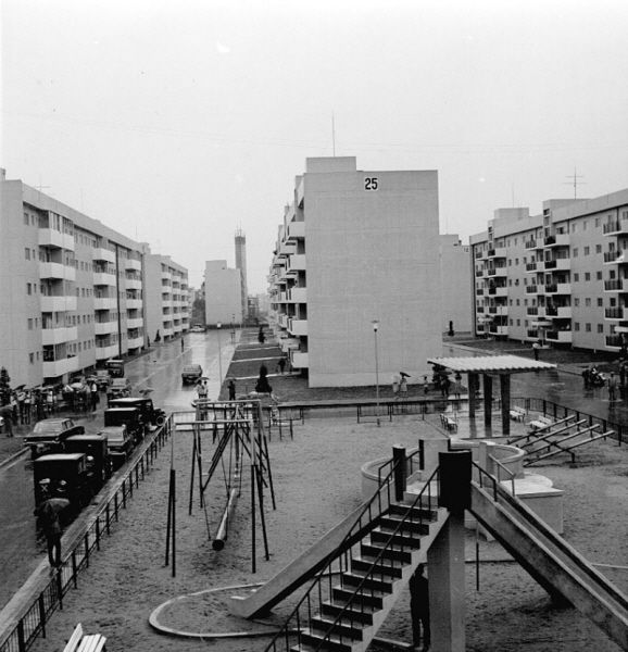 "Seoul: ""Han River Mansion"" apartments, 1970  한강맨션아파트"