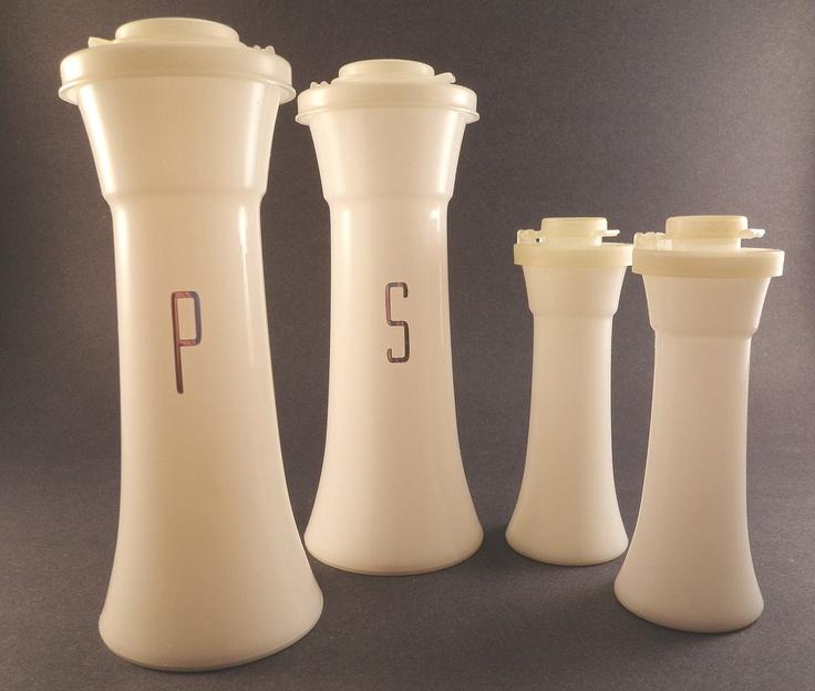 106 best vintage salt and pepper shakers images on for Vintage tupperware salt and pepper shakers