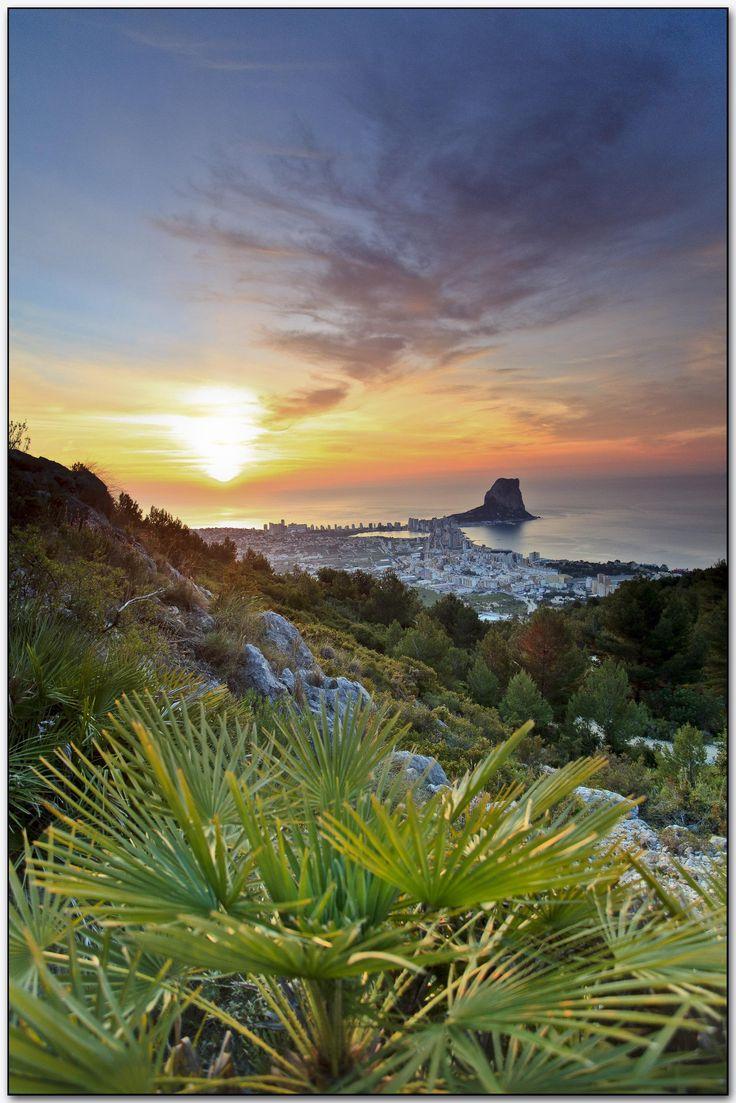 Amanece en Calpe, Alicante. - http://sixt.info/Alicante-pinterest #Calpe #Alicante #CostaBlanca