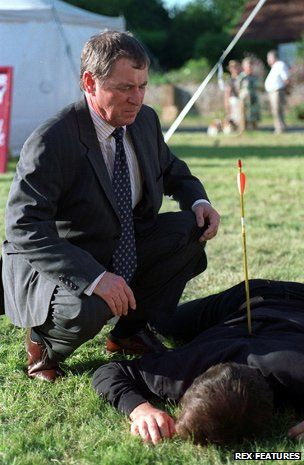 John Nettles examines corpse with arrow in back in Midsomer Murders.... Are the murders realisitic? http://www.bbc.co.uk/news/magazine-20910859