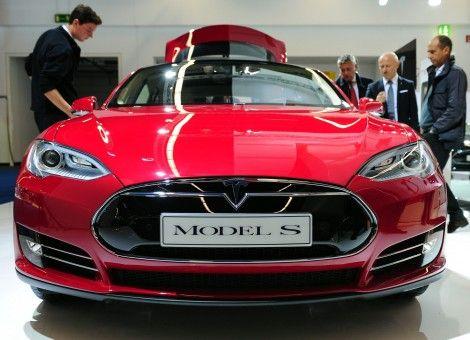 De ondernemende miljardair Elon Musk gelooft heilig in zijn bedrijf Tesla, maker van elektrische auto's. Het duurzame broertje, de brandstofcel, is kansloos. http://www.z24.nl/ondernemen/verrassen-baas-tesla-vindt-waterstofauto-bullshit-394582