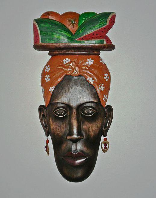 Palenquera de pared.  Se resaltan los colores de su parte superior para darle valor a su significado cultural, lo cual quería expresar el artista.