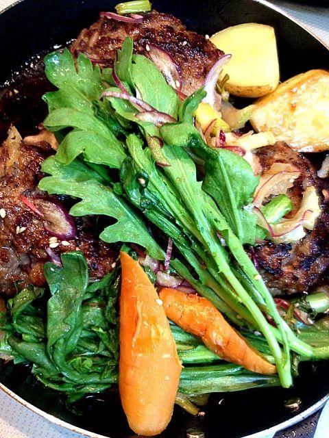牛丼用の肉でミキサーを使って軽くかけました(^_^) グリルで焼いて美味しいです✨ - 39件のもぐもぐ - 和牛100%和風ハンバーググリル焼き  きの子オニオンソース by ran521jp
