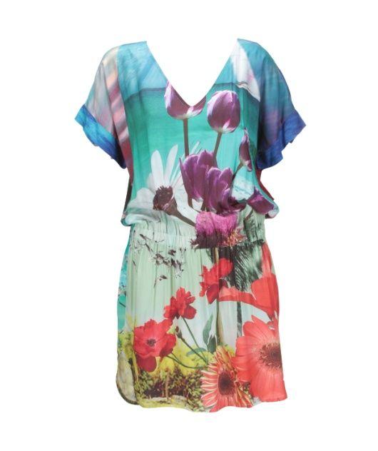 Vestido em viscose com estampa praiana e floral