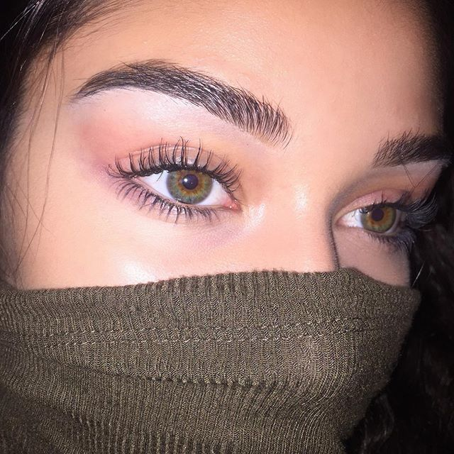 Love her hazel eyes I have them too but her make up is waaaayyyyyyy better than anything I could do