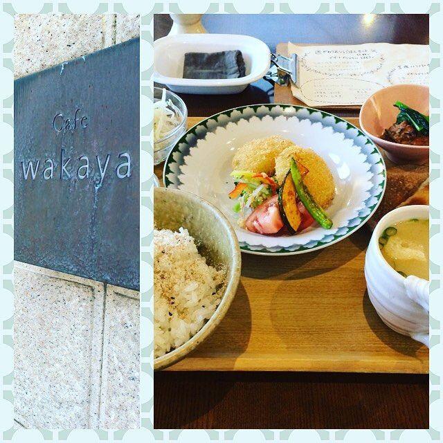 【hayashitokeiho】さんのInstagramの写真をピンしています。《【林外伝】午前は身体のメンテナンス〆午後から伊賀にあるcafé〝WAKAYA〟さんへお邪魔しました🎵 常連M様オススメはいつでも間違いないのデス❣️ 枝豆入りほくほくコロッケ・三色そぼろの包み焼き・自家製がんもどき・キュウリの和え物・サラダ・みそ汁(ノ_<)どれもこれも優しいお味で心に沁みました✨食後は玄米茶でほっと一息✨#三重県#津市#林#親父#時計屋#時計#休日#休日の過ごし方#cafe#カフェ#ランチ#和#健康ランチ#身体#カラダ#喜ぶ#玄米茶#一服#ほっと一息#コロッケ#大好き#なり#伊賀#wakaya》