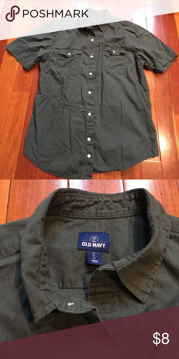 Men's dress shirt - Like New! Old Navy, Men's short sleeve dress shirt in a size medium. Button up and hunter green color (pics unfortunately couldn't capture the true color). Needs ironed but perfect other than that! Old Navy Shirts Dress Shirts